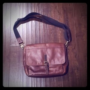 Fossil leather commuter/messenger bag EUC